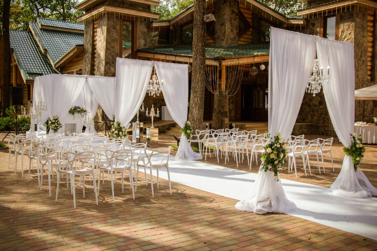 Outdoor-Ceremony-Andrew-Roby-Events